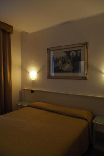 A bed or beds in a room at Hotel Villa Adele