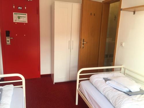 A bed or beds in a room at Hostel der Athleten