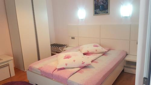 A bed or beds in a room at Pension Charisma