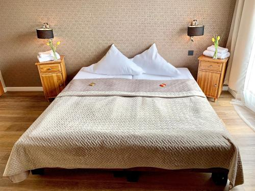 A bed or beds in a room at Hotel Akazienhof