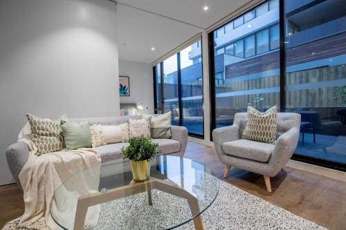 A seating area at Fantastic 2 Beds APT in Boxhill W Great Location