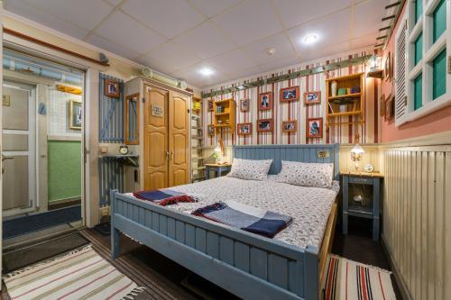 Кровать или кровати в номере ВЛенинград - smart номера с душевой