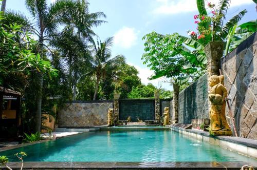 The swimming pool at or near RedDoorz Plus @ Raya Senggigi Lombok