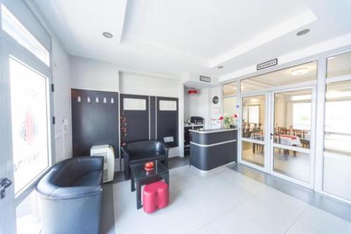 The lobby or reception area at Hotel Piramida
