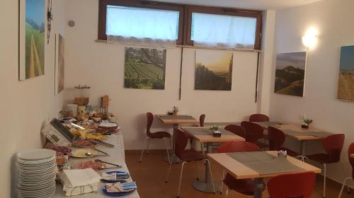 Um restaurante ou outro lugar para comer em Villa Tuscany Siena