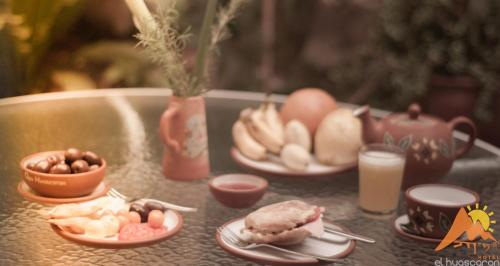 Breakfast options available to guests at Apu Huascaran Hostal