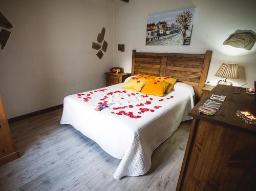 Cama o camas de una habitación en Casa Spa El Capricho de Miguel