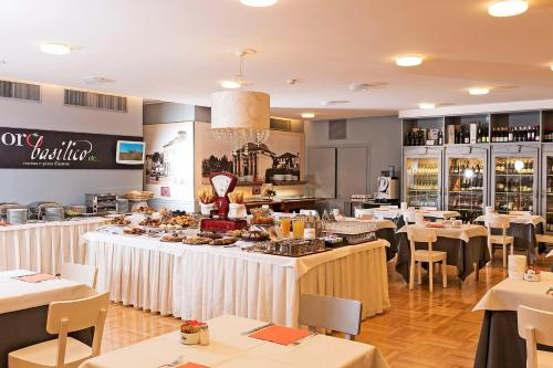 A restaurant or other place to eat at Hotel Maggior Consiglio