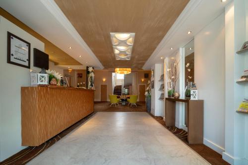 The lobby or reception area at Grand Hotel Filippo