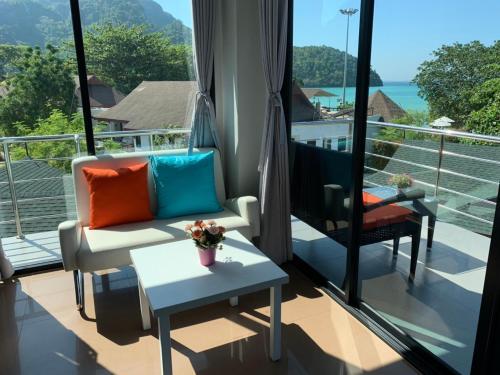 A balcony or terrace at Phi Phi Ton Sai Place