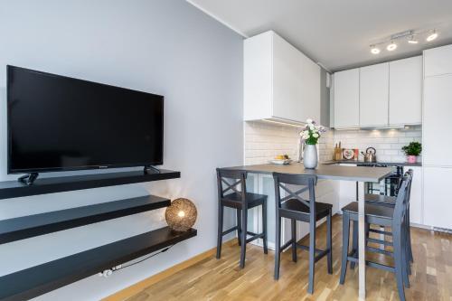 Telewizja i/lub zestaw kina domowego w obiekcie Elite Apartments City Center Suites