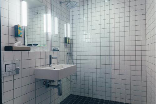 A bathroom at Bullitt Hotel