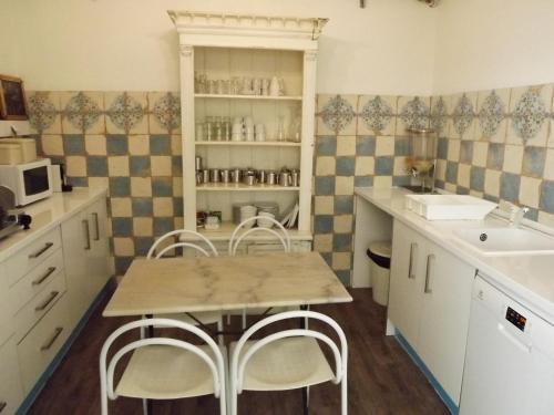 A kitchen or kitchenette at Hotel Mar Azul