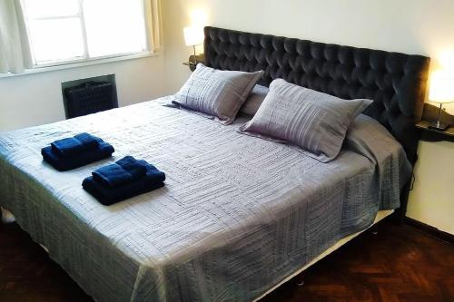 Una cama o camas en una habitación de Acogedor studio en Recoleta, la mejor zona en BA