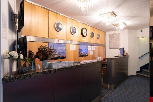The lobby or reception area at Hotel Königshof The Arthouse