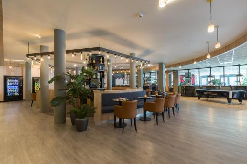 A restaurant or other place to eat at Best Western Amsterdam