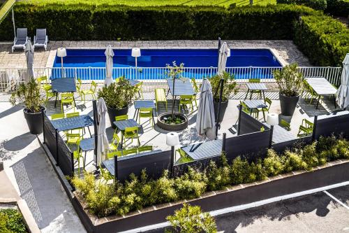 A view of the pool at ibis Styles Chalon sur Saône or nearby