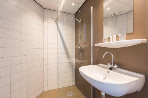 A bathroom at Best Western Amsterdam