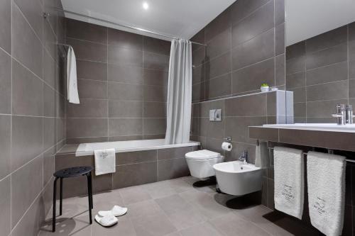 Uma casa de banho em Rossio Hotel