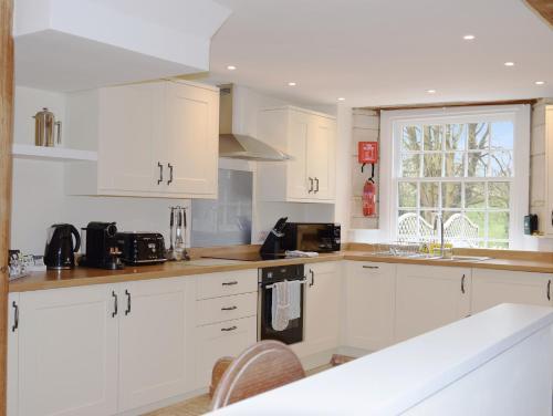 A kitchen or kitchenette at Lady Jane Grey