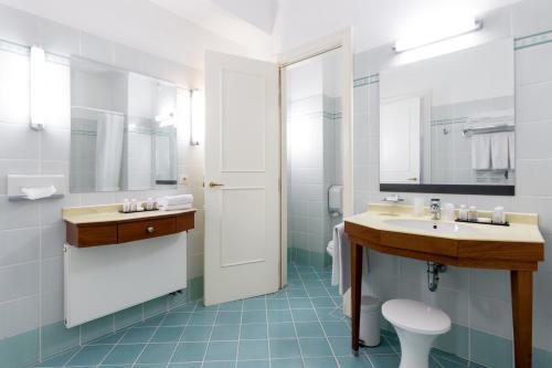 A bathroom at Thermae Palace