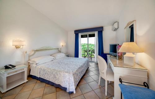 A bed or beds in a room at Grand Hotel In Porto Cervo
