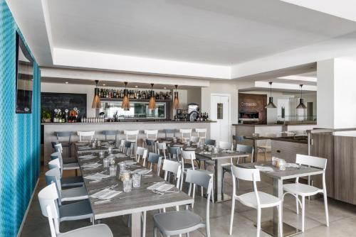 The lounge or bar area at Hotel Ristorante Centosedici