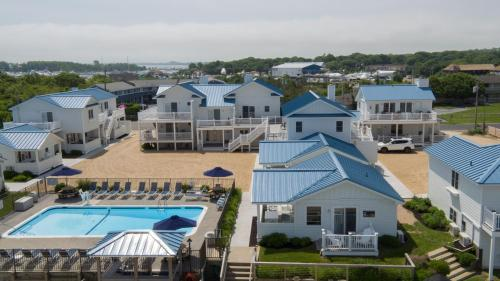 A view of the pool at The Montauk Soundview or nearby