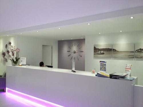 The lobby or reception area at Apartamentos Cristina