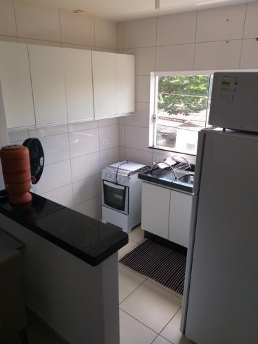 A kitchen or kitchenette at Apartamento Cidade Verde 4