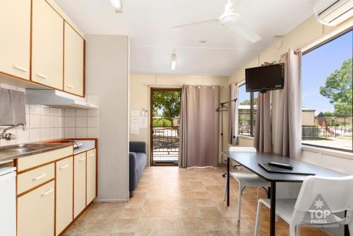 A kitchen or kitchenette at Sunset Top Tourist Park