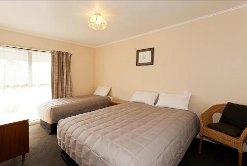A bed or beds in a room at Merivale Court Motel