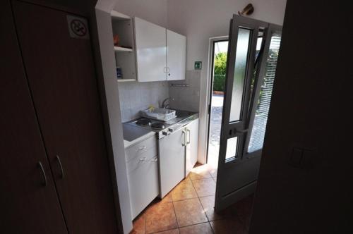 Cucina o angolo cottura di Mira Apartments