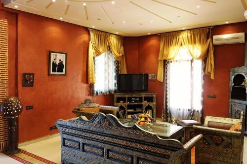 Coin salon dans l'établissement Palais Dar Ouladna