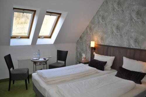 A bed or beds in a room at Pension Freudenthal