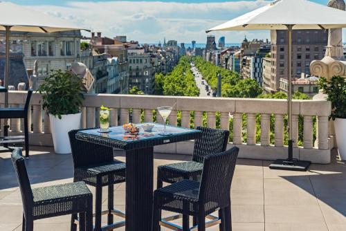 Ein Balkon oder eine Terrasse in der Unterkunft Hotel Casa Fuster G.L Monumento