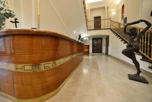 Лобби или стойка регистрации в Hotel Ristorante Vittoria