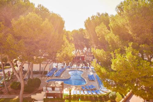 Utsikt över poolen vid MLL Palma Bay Club Resort eller i närheten