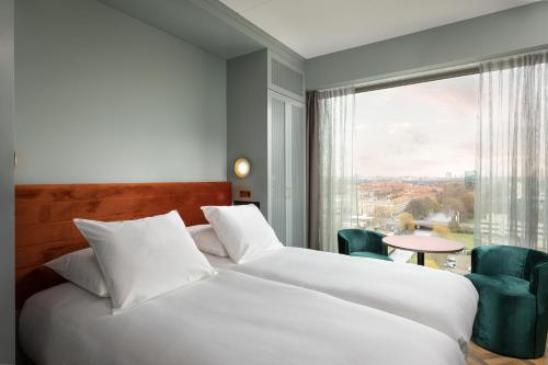 A bed or beds in a room at Olympic Hotel