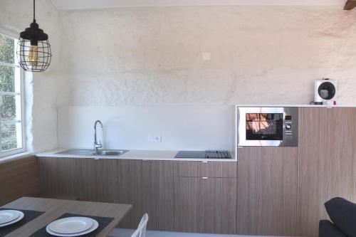 A kitchen or kitchenette at Quinta Milhão - Casa da Horta