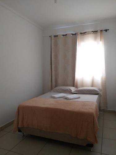 A bed or beds in a room at Apartamento Cidade Verde 2