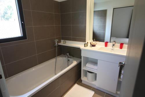 A bathroom at Hotel 202