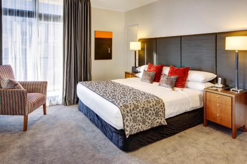 A bed or beds in a room at CityLife Auckland
