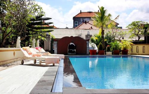 The swimming pool at or near Warung Coco Hostel