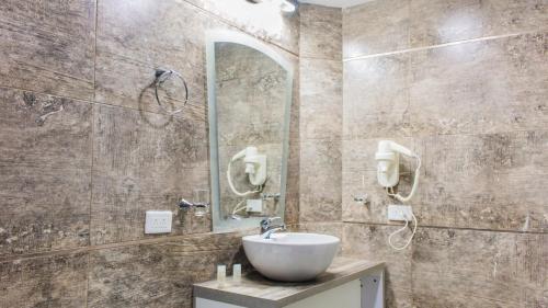 A bathroom at Hotel Ciudad Latin Palace