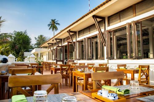 A restaurant or other place to eat at Cassia Cottage