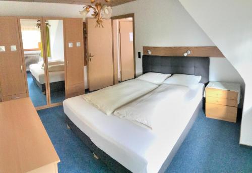 Ein Bett oder Betten in einem Zimmer der Unterkunft Blackcoms Erika - Adults Only