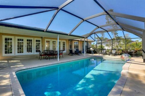 The swimming pool at or close to Paradise On Marco Island - 3 Bedroom Vacation Home On Marco Island