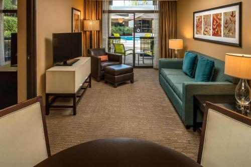 A seating area at DoubleTree by Hilton Portland