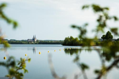 Ein Blick auf einen See in der Nähe der Pension
